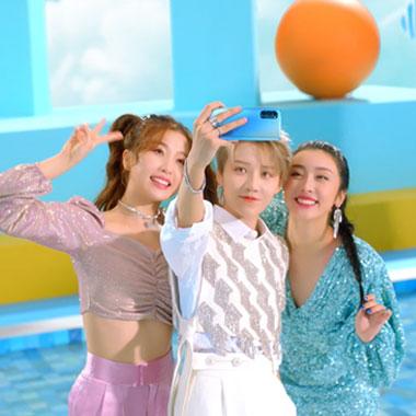 """超闪少女""""昕欣棠""""《超闪的夏天》MV现已正式登场"""